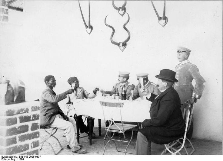 Theodor Leutwein toasting Hendrik Witbooi in 1896. File:Bundesarchiv Bild 146-2006-0137, Deutsch-Südwestafrika, Witbooi bei dt. Verwaltungsbeamten.jpg