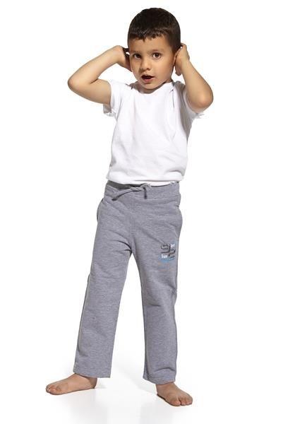 Cornette Tepláky Tepláky kluci z vysoce kvalitní bavlny a 88% polyesteru. Svázaný v pase, s kapsami. Zdobené aplikací. Poskytnout dítě s pohodlí a komfort při aktivním dni. http://www.cosmopolitus.com/cornette-spdres-young-75551-sport-corso75551y-p-89539.html #Detske, #kalhoty, #teplaky, #spodnípradlo, #deti, #sortky, #kalhotky, #pejsek, #holku,