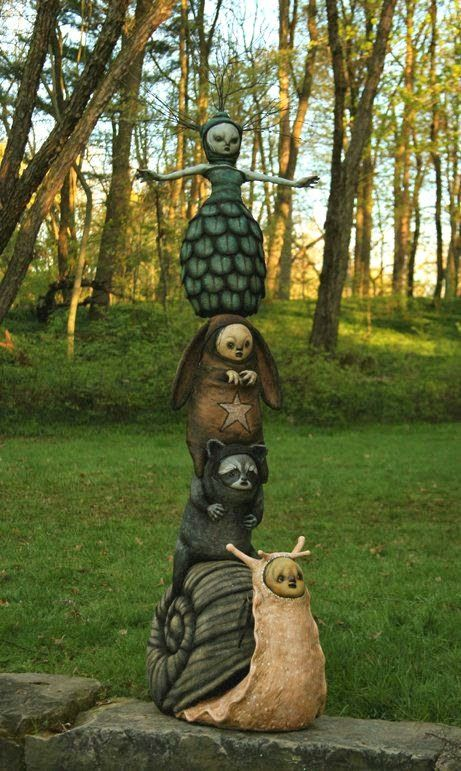 Perfect totem pole for the fairy, fantasy , woodland or pagan garden. MATIN LUMINEUX: Décoration