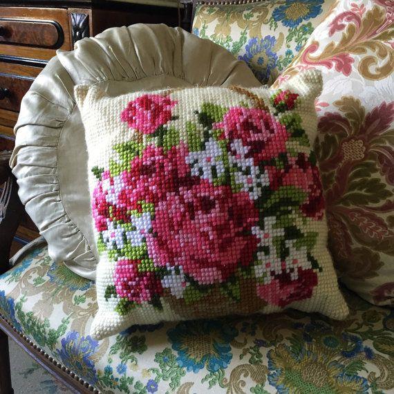 Vintage hand gestikt handgemaakte geborduurde decoratieve kussen colorfull kitsh Boheemse zomer decor oma