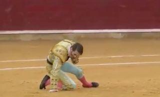 Juancho no vuelvas hacer eso jamas es demasiado peligroso. Te has salvado de la muerte.