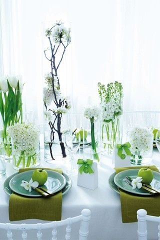 Bring nature indoors with this just-picked-from-the-garden feel of fresh green and pure white, perfect for that organic vibe. Sculptural shapes create modern, minimal and fragrant centrepieces.