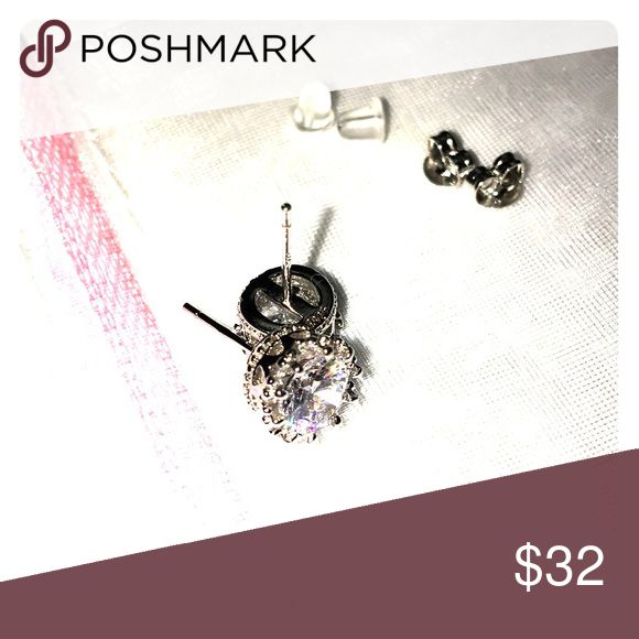 💯% .925 Puré Silver AAA ZIRCONIA Crown Studs 💯% .925 Sterling Silver Crown Studs 💖Come with extra clear security/replacements 🎁Gift bag in pic included💝 ✨✨✨✨Firm unless bundled 🛍✨✨✨✨✨✨ Jewelry Earrings