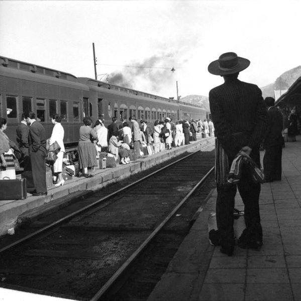 Chile, Biobio. Estación de trenes de la comuna de San Rosendo, ubicada en la provincia del Biobio - VIII Región. Año 1950