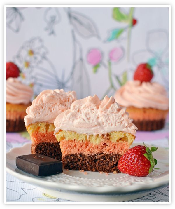 These neapolitan cupcakes are pretty fancy: Strawberries Cupcakes, Cupcakes Blog, Chocolates Strawberries, Cupcakes Rayado, Champagne Cupcakes, Neapolitan Cupcakes, Strawberries Champagne, Cupcakes Rosa-Choqu, Layered Cupcakes