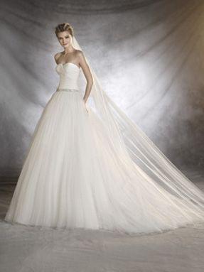 Svatební šaty Pronovias 2017 ve svatebním domě NUANCE. Model Ovalia.