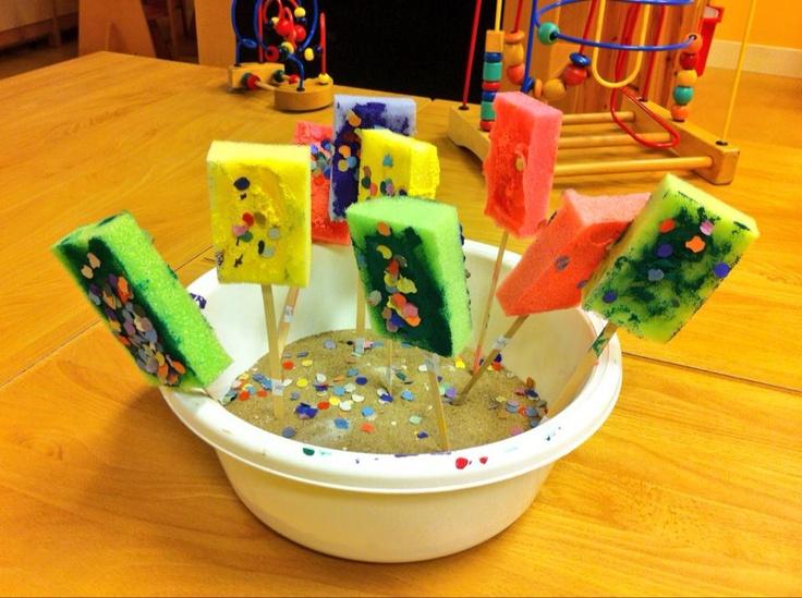 ijsjes van schuursponsjes en confetti als discodip