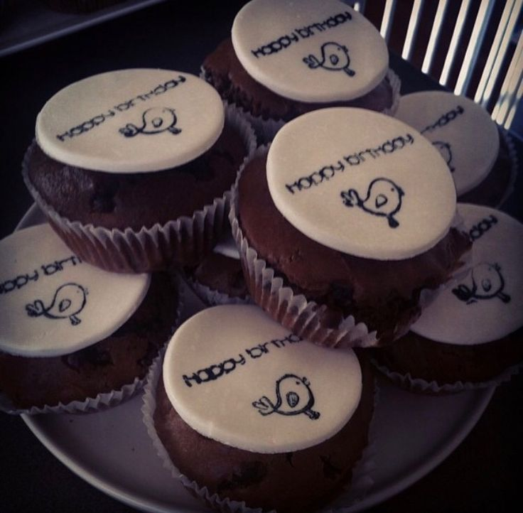 Birthday cupcakes: Stamped Fondant