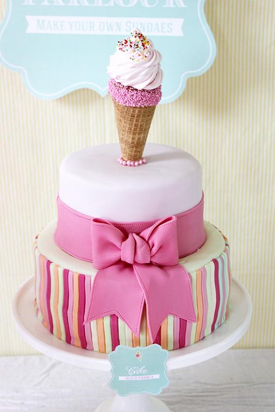 Icecream cake, dessert table