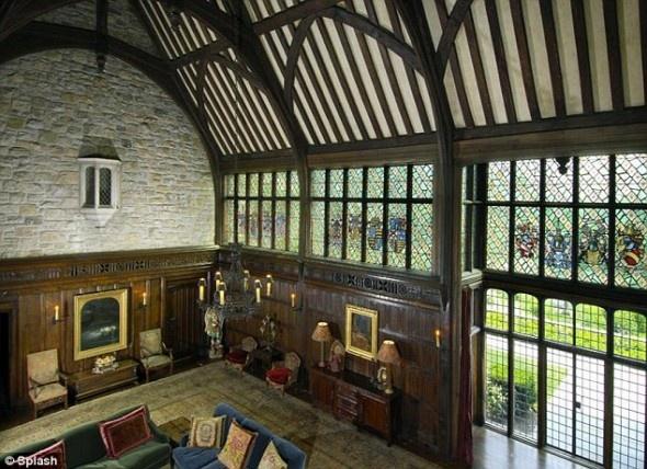 Best 25+ Tudor decor ideas on Pinterest   Tudor homes, Tudor style ...