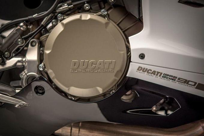Commemorative+Carbon+Fiber+Motorbikes+:+Ducati+motorbike