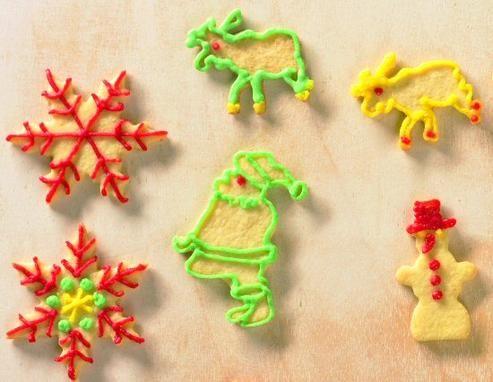 Knusprige Pl�tzchen mit Zuckerschrift zu Weihnachten