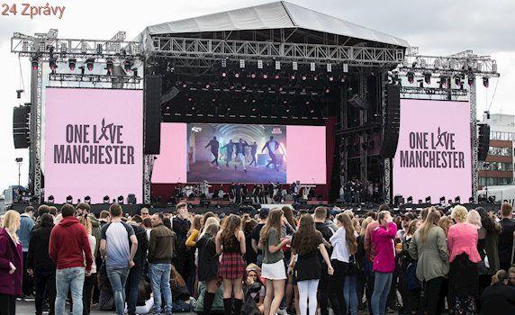 Na koncertě v Manchesteru zněly písně i jednota proti teroristům
