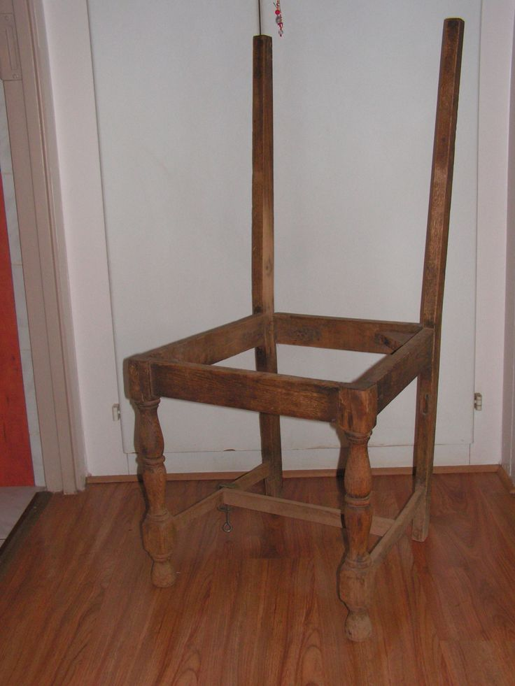 This is a before foto. We bought this chair from someone how wants to use it to make a fire.for R20.00.
