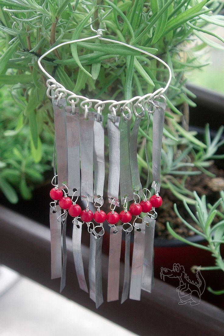 Kanzashi bira-bira, stříbřený drát, Al pásky, bambusový korál. Kanzashi bira-bira, silver wire, Al tapes, bamboo coral.