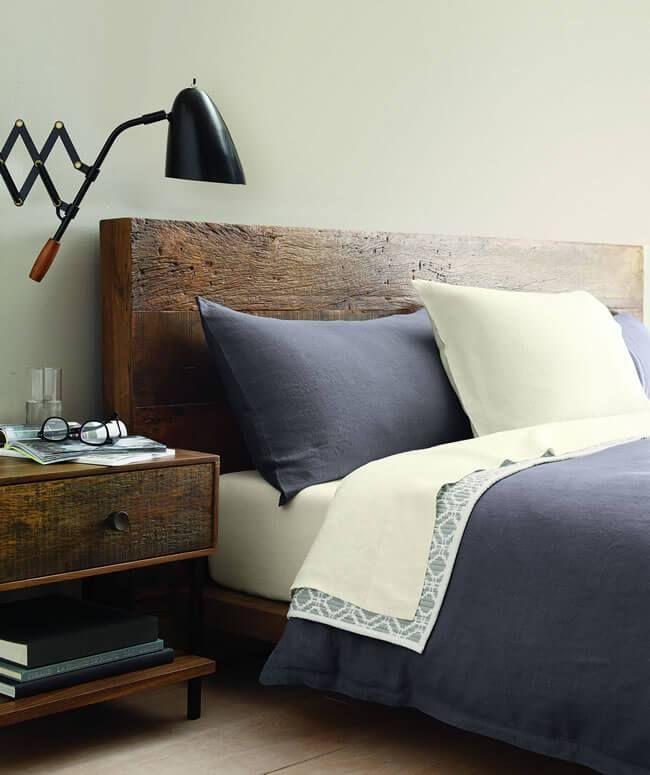 Crate and Barrel markası yatak odası takımınızı hazırlamanız için tüm ayrıntıları düşünmüş.Günümüzde artık evinizi yuvaya dönüştürken, mutlaka fonksiyonelliği ve tasarımı da gözardı edemezsiniz.Yeni ev kuracak olanlar için bu mükemmel uyumu sunan Crate and Barrel markası mobilya alışverişlerinde fırsatlar ile evlerinizi renklendiriyor. Ev ve mutfak mobilyası, sofra takımları, aksesuar ve ev dekorasyon ürünlerinde her zevke hitabeden tasarım ürünleri ile Crate and Barrel özel avantajlar…