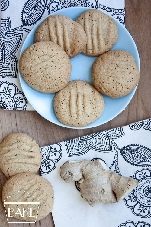 fresh ginger cookies perfect for dunking in tea    http://www.bake-online.co.uk/2012/07/11/ginger-biscuits/
