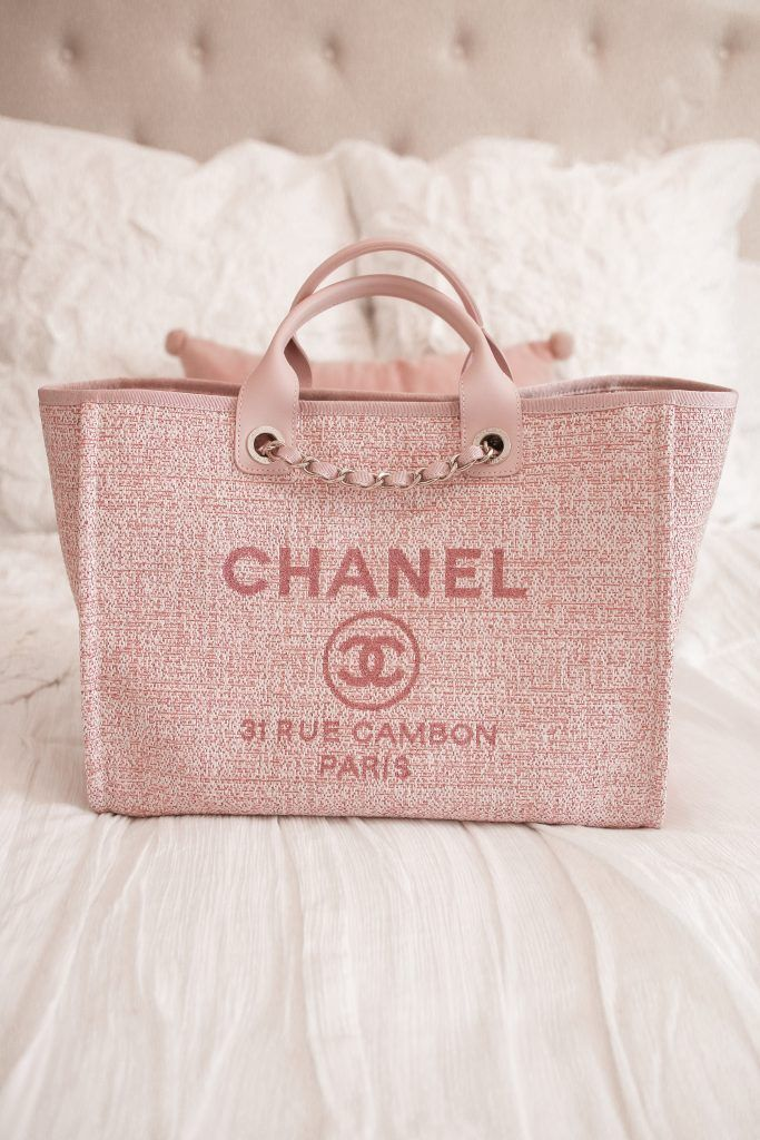 3b9c25164 WHAT'S IN MY BAG | {Everything Blush} | Chanel handbags, Bags ...