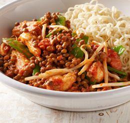 Een heerlijk, tropisch gerecht om van te watertanden. De pittige smaak van de chilipepers en zoete kokosmelk zorgt voor een ware smaaksensatie.