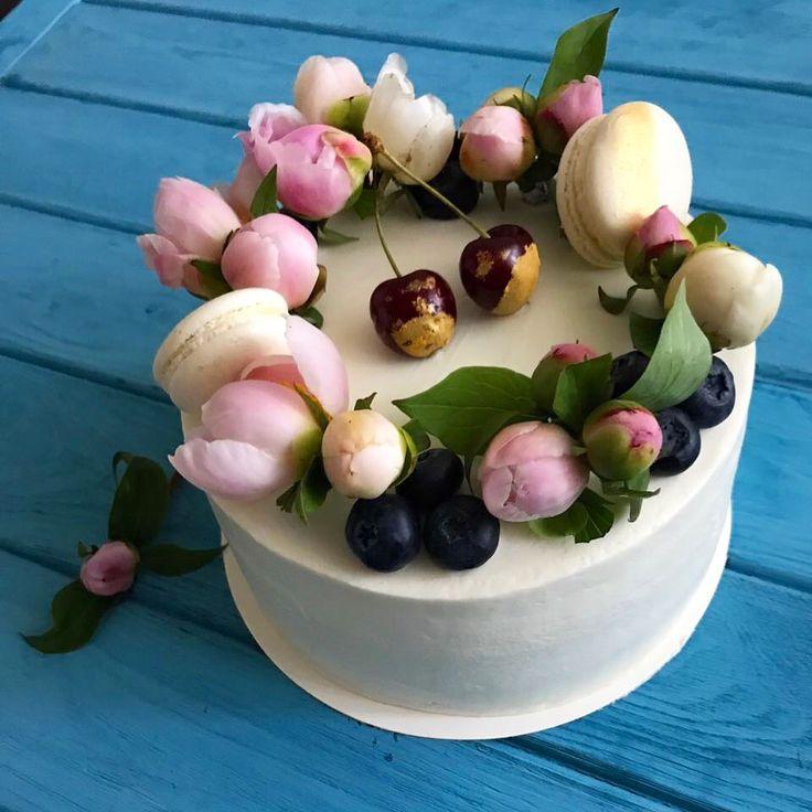 Фисташковый мягкий нежнейший торт с малиновым конфи и фисташковым ганашем