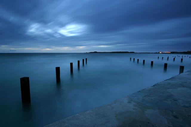 Photo : Guernsey Vazon Bay,  Paysages, Mers et plages, Nuit, mouvement, Royaume-Uni, Côtes. Toutes les photos de klaus zaya sur L'Internaute