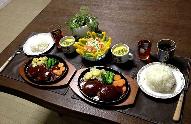 鉄板焼き、普通のハンバーグが豪華になるね〜! (*^o^*) - 24件のもぐもぐ - 鉄板焼きハンバーグ&野菜、アボカドパプリカサラダ、パンプキン豆乳スープ、ごはん、菊芋茶 by pentarou