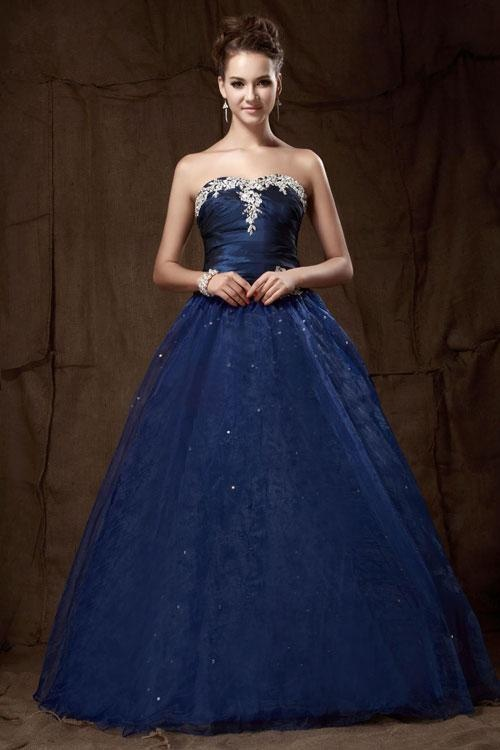 So I was scrolling through looking at prom hair styles and I found my dress... LOL
