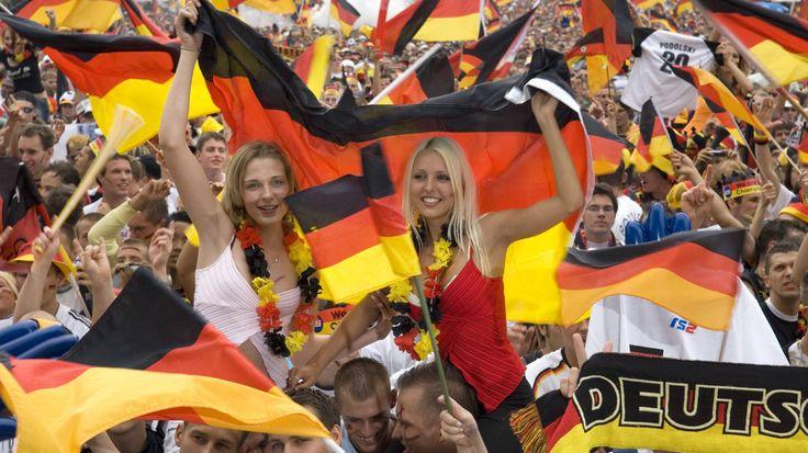 Bis zur Entscheidung über die Vergabe der Fußball-Europameisterschaft 2024 werden noch knapp anderthalb Jahre vergehen. Nichtsdestotrotz bewerben sich bereits jetzt schon 18 Stadien in Deutschland. Wer wird das Turnier ausrichten?