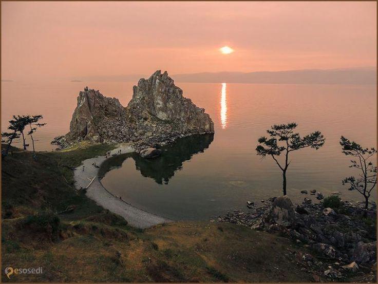 озеро Байкал – #Россия #Иркутская_область (#RU_IRK) Озеро Байкал - самое глубокое озеро на планете и крупнейший природный резервуар пресной воды.  ↳ http://ru.esosedi.org/RU/IRK/212574/ozero_baykal/