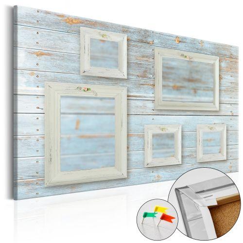 """Quadro in sughero """"Retro Gallery [Corkboard]"""" è il prodotto per le persone che cercano le decorazioni originali per pareti. Il materiale ecologico e il disegno originale """"Retro Gallery [Corkboard]"""" rendono la semplice lavagna in sughero in una decorazione di stile che puoi usare in modi diversi. Ai quadri in sughero si può attaccare le puntine, evidenziare sulle mappe i posti già visitati, appendere gli appunti e le foto."""