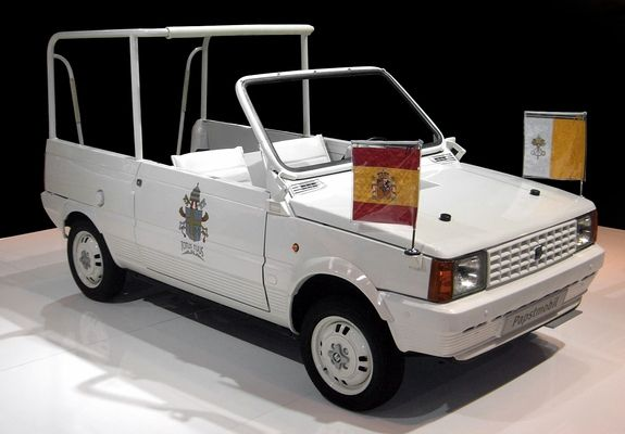 SEAT Panda Popemobile - самый маленький Popemobile.