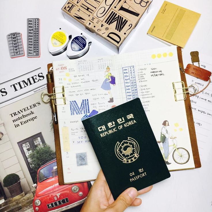 #travelersnotebook #midori #midoritravelersnotebook #travelersnote #planner #weekly #travelerscompany #journal #maskingtape #washitape #classiky #diary #트래블러스노트 #vintagestamp #tokyoantique #다이어리 짧은 여름 휴가. 얼마나 더울까?....처음 가는 일본이라 기대만발인것 같다. 가고 싶었던 지역이 아니라 다른곳이라 설렐정도로 기대치가 크진 않았는데 어젯밤 꿈에 비행기 타는 꿈을 꿨다.ㅋ기대하고 있나보다. 마음은 못 속여.😆