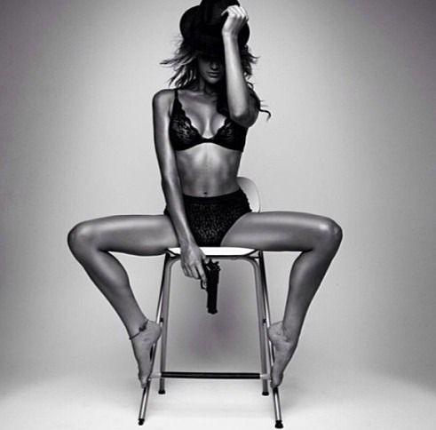 Portrait - Boudoir Photography - Lingerie - Black and White (Pose)