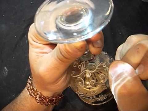 Paharul este gravat manual dupa schite creatii personale.  Mai multe creatii in cupru ,alama, otel inoxidabil sau sticla gravata gasiti pe site-ul de prezentare: http://hadarugart.weebly.com/