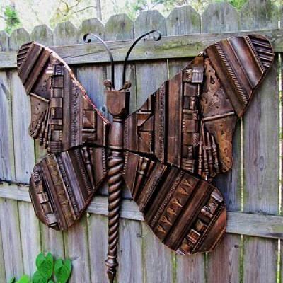 Butterfly from junk: Ideas, Wooden Butterflies, Moldings Butterflies, Giant Wooden, Yard Art, Gardens Art, Frames Moldings, Picture Frames, Old Pictures Frames