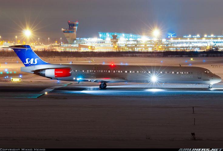 Scandinavian Airlines System (SAS) McDonnell-Douglas MD-82 (DC-9-82)
