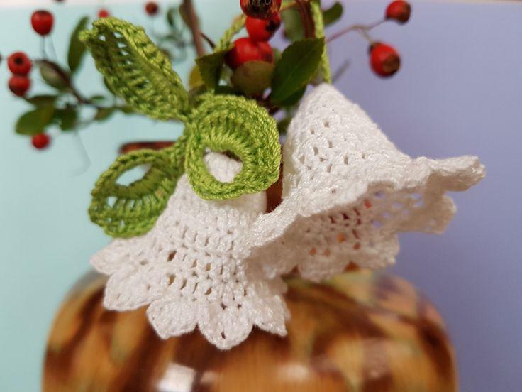 Crochet Christmas bells, White bells, Set of 2 bells decor, Bells with green leaves, New Year bells, Christmas tree bells, Holly bells by GrandmasOldBox on Etsy
