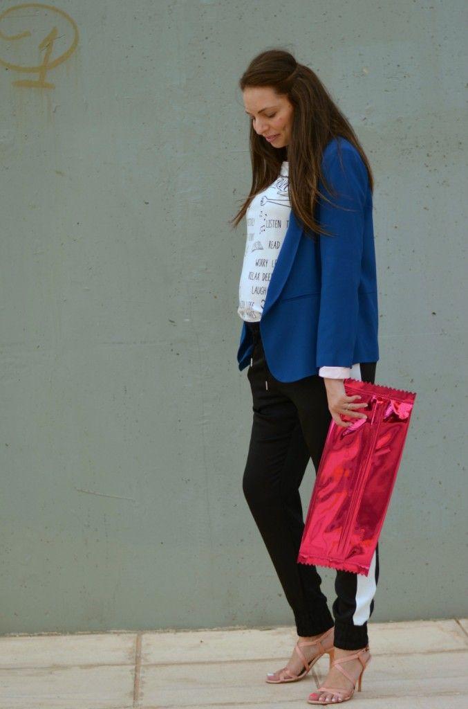 suit jacket & joggers prettynyummy.com #joggers #maternitystyle #pregnancystyle maternity style
