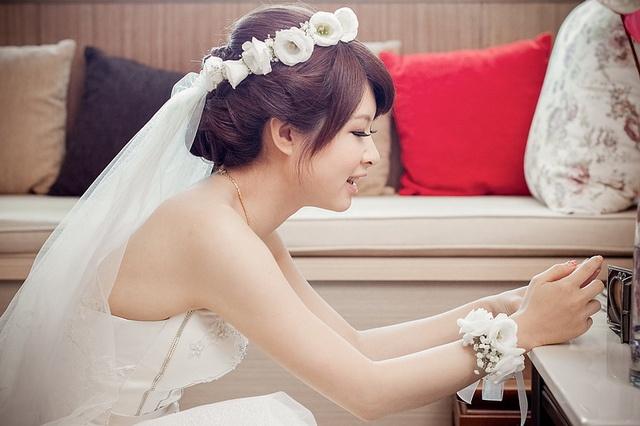 花冠裝飾白紗