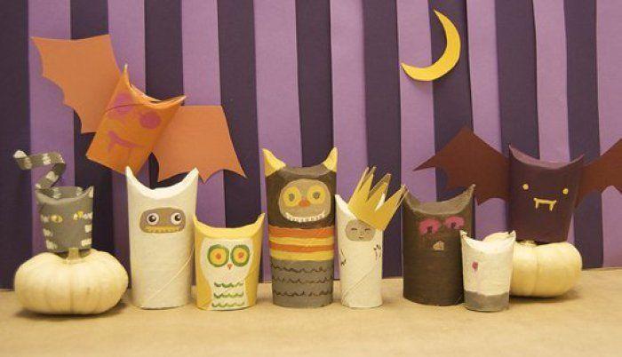 Criaturas para Halloween con rollos de papel higiénico.