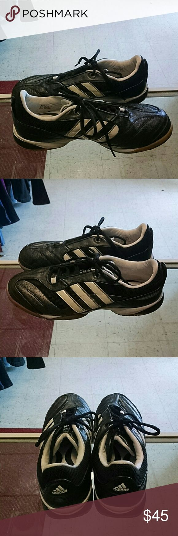 Adidas Samba Black Mens Size 7 Adidas Samba black and white men's size 7. Upper leather in almost new condition and soles are excellent with no noticable wear. adidas Shoes Sneakers
