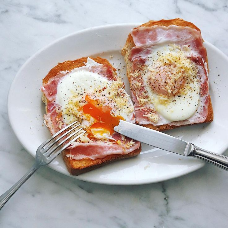 いいね!7,077件、コメント8件 ― Masaki Higuchiさん(@higuccini)のInstagramアカウント: 「bacon & egg toast . ベーコンエッグトースト、 チーズと黒胡椒かけ。 . . #ベーコンエッグトースト #ラピュタパン #ジブリ飯 #ベーコンエッグ #朝食 #朝トースト…」