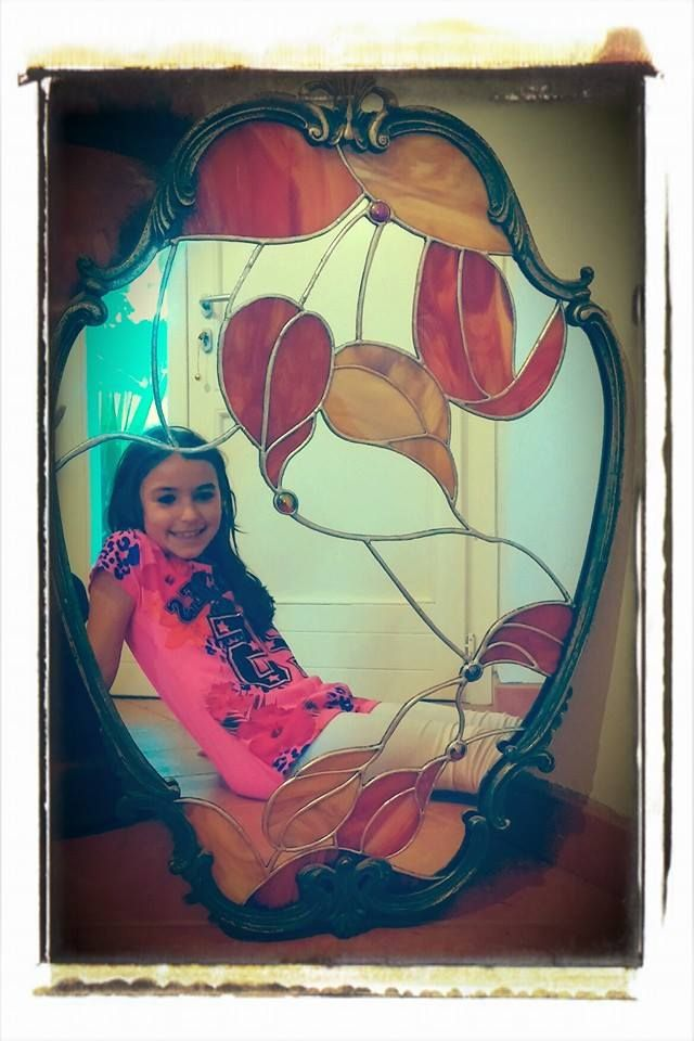 Specchio Autunno. Realizzato con specchio e vetro colorato tramite la tecnica Tiffany in cornice anticata.