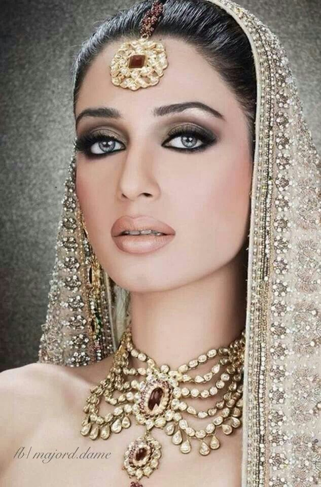 Gorgeous woman. Gorgeous Jewels