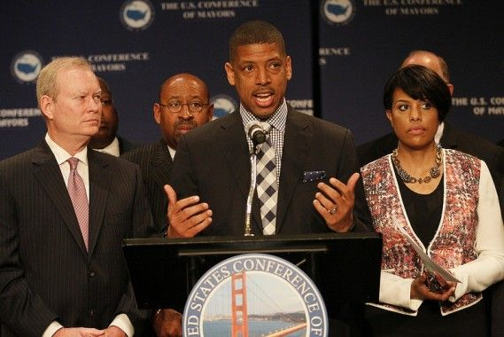 Mayor Kevin Johnson kicks off the 2015 USCM Annual Meeting in San Francisco flanked by Mayor Stephanie Rawlings-Blake (right) and Mayor Mick Cornett (left)