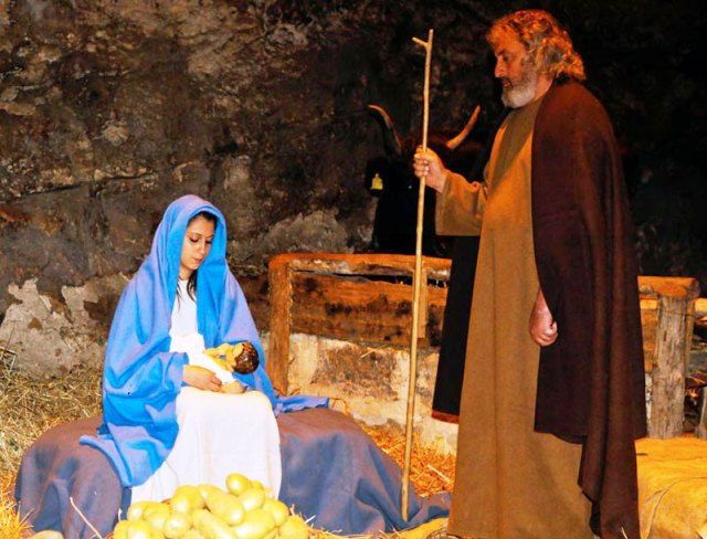 Where to spend Christmas in Sicily? Discover more about Custonaci and its grottos, a village lost in time hosting an evocative living nativity scene.