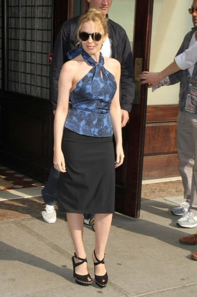 Kylie Minogue(Height 5'2)