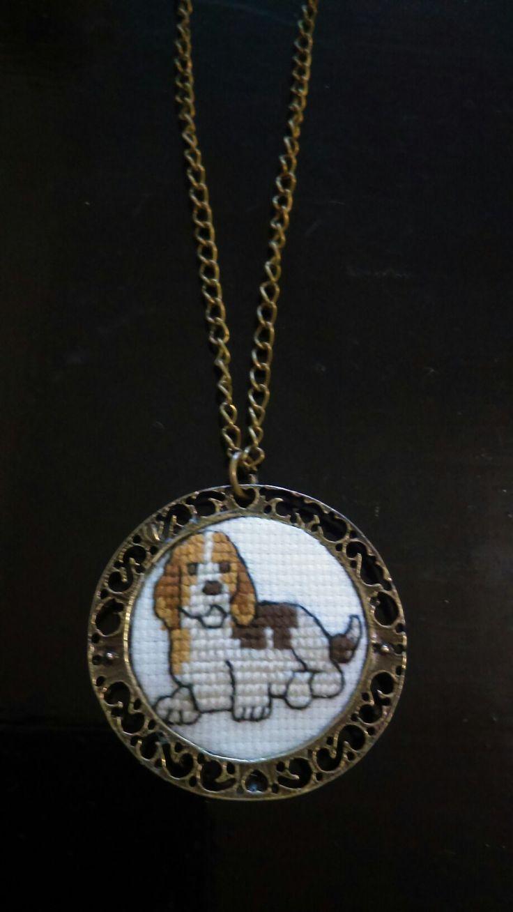 Collar Beagle Cuquito Técnica: punto de cruz.