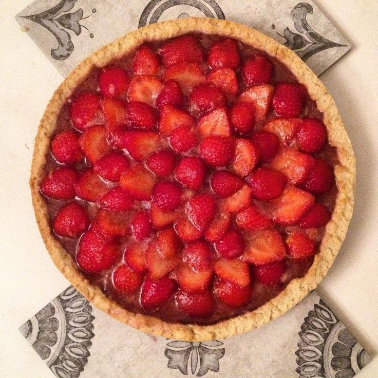 crostata di fragole e cioccolato #crostata #cake #sweet #torta #fragole #frolla #strawberry #chocolate #ricetta #recipe https://www.facebook.com/Misspetitefraise14/photos/pb.601604459979638.-2207520000.1444671359./601793149960769/?type=3&theater