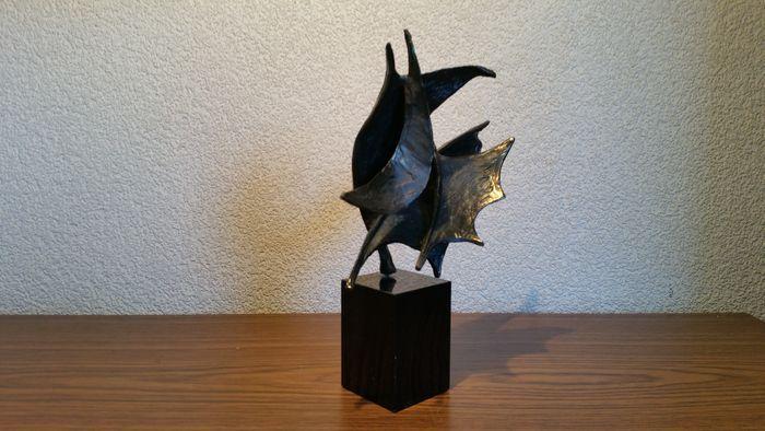 Online veilinghuis Catawiki: Bernadette Leijdekkers - bronzen sculptuur 'Wind in de zeilen'